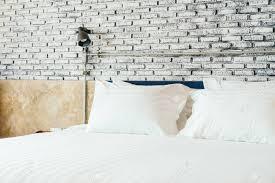 Weißes Kissen Auf Dem Bett Dekoration Im Schlafzimmer Interieur
