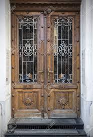 Tür Gitter Fenster Oder Eine Tür Gitter Aus Holz Mit Rotlicht Und
