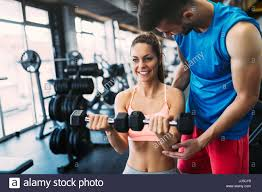 gym instructor gym instructor stockfotos gym instructor bilder alamy