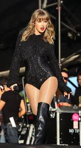 Pin by Nelson Fields on Taylor | Taylor swift style, Taylor swift legs,  Taylor swift hot