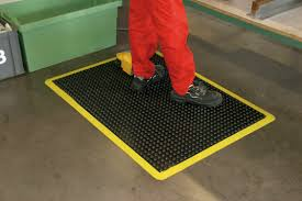 snap to her rubber flooring anti fatigue mats lowes padded kitchen mats lowes floor mats discount rubber gym flooring anti fatigue floor mats rubber matting lowes costco kitchen mat lowes