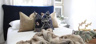 a cozy holiday guest bedroom blog article image link