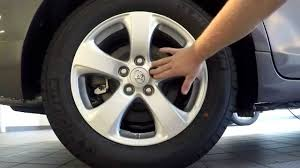 How to change a tire on a Toyota Sienna - YouTube