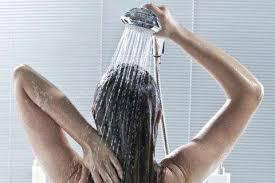 रात को नहाने के 9 ठंडे-ठंडे फायदे, के लिए इमेज परिणाम