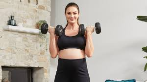 safely lift weights when you re pregnant