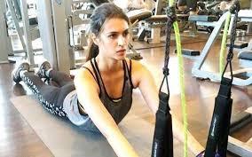 Kriti Sanon Workout Routine Diet Plan A Student Of Jaypee