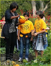 Michelle Obama Kitchen Garden Michelle Obama Shows Off Her Green Thumb Photo 2489245 Michelle
