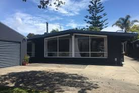 retro at the beach available for new years in omanu mt maunganui bookabach