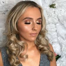 mobile hairdresser and makeup artist in