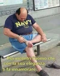 immagini divertenti per ridere assurde trash italiano | Humor, Funny  pictures, Italian humor