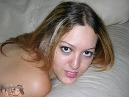Girlfriend modeling nude at Teen Porn Pictures