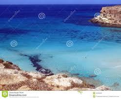 Blauwe Overzees Van Het Lampedusa Eiland In Italië Stock Afbeelding