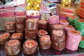 Kue keranjang dalam bahasa mandarin disebut dengan nian gao yang berarti kue puding lengket dengan harapan tinggi. Kue Keranjang Mulai Diserbu Jelang Perayaan Imlek Antara News