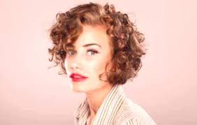 Trendy účesy Pre Kučeravé Vlasy Strednej Dĺžky ženský časopis