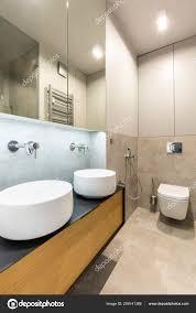 Spiegel Boven Wastafel Beige Elegante Badkamer Interieur Met Licht