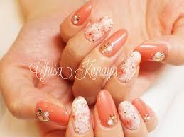 金谷ちささんのネイルデザイン オレンジピンクと花柄のシンプル