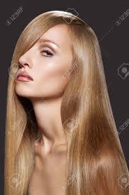 ウェルビーイング スパ光沢のあるストレート ロング暗いブロンドの髪