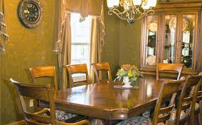 private dining room sitting area
