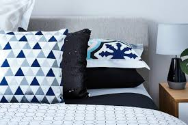 blue and white bed styling ideas horizontal pillow stack on bed