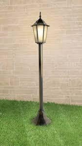 Фонарные столбы и <b>уличные фонари</b> на высокой ножке ...