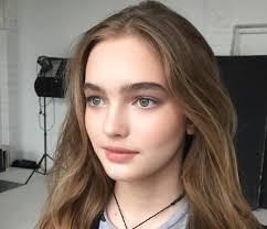 Vẻ ngoài xinh như búp bê của siêu mẫu 13 tuổi hot nhất nước Nga
