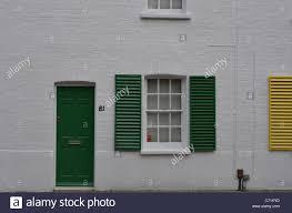 Weißes Haus Mit Grünen Fensterläden Abstrakte Sw14 Stockfoto Bild