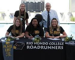 Women's Volleyball and Basketball Players Sign Letters of Intent - El  Paisano