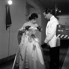Gina Lollobrigida mit ihrem Ehemann Milko Skofic Bild - Kaufen / Verkaufen
