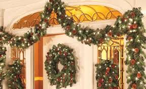 How to Decorate Garland
