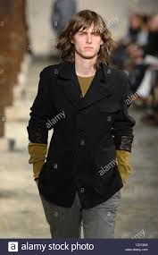 Hermes Gerne Tragen Menswear Paris A W Brünette Männermodel Langes