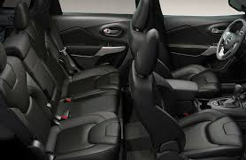 front and rear seats inside the 2019 jeep cherokee