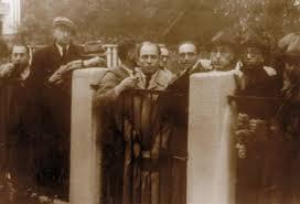 Image result for 1940年 - 在リトアニア日本領事代理・杉原千畝がユダヤ系難民に日本通過ビザを発行