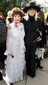 Diane Keaton demonstriert auf Instagram, wie Exzentrik mit 73 Jahren  aussehen kann