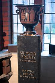 sigmund freud essays sigmund freud best ideas about sigmund freud  sigmund freud death sigmund freud s