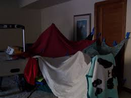 Easy Forts To Build How To Build An Awesme Blanket Fort 7 Steps