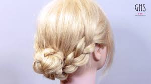 3つの毛束をクルッと入れるだけ三つ編みでつくる簡単アップヘア