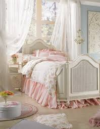 Shabby chic bedroom decor – create your personal romantic oasis