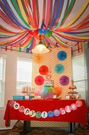 Addison's Art Party from Catch My Party - You can create colorful and cheap  decorations by