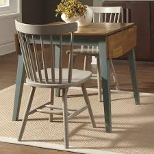 Rugs Under Kitchen Table Rug Under Round Kitchen Dining Table Creates Germ Free And