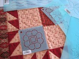 A Sentimental Quilter: Simple Quilting & If you haven't been bitten by the hand quilting bug yet, you should try it.  I use very simple quilting designs and it usually takes a couple of  evenings or ... Adamdwight.com