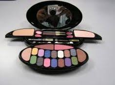 makeup kit small but best for colours lakme