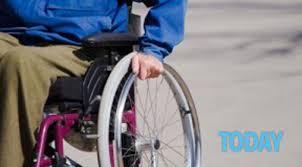 Risultati immagini per carrozzina con disabile foto