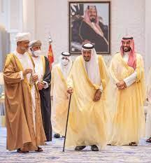 بالصور.. جلسة مباحثات تجمع الملك سلمان وسلطان عُمان
