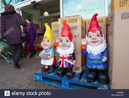 giant garden gnomes on at asada kendal
