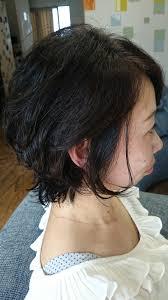 強いくせ毛でもできる女性のショートヘアスタイル