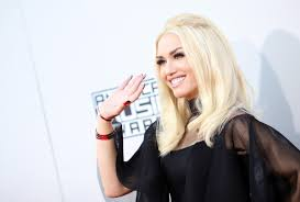 gwen stefani s no makeup selfie is here to remind you she s flawless glamour