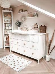 Vom ersten tag an verwandeln die richtigen möbel dein. Ikea Hemnes Wickelkommode Kinderschlafzimmer Kinder Zimmer Kinder Zimmer Deko