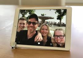 the framee app automatically adds newly received photos to an ongoing tablet slideshow photo by rick broida cnet