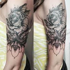 фото тату розы в стиле барокко на плече девушки фото рисунки эскизы