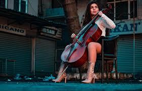 Menurut yulia rendra dalam buku belajar main piano untuk pemula (2009), piano termasuk dalam alat musik melodis yang dimainkan dengan cara menekan tuts berwarna putih dan atau hitam. 15 Alat Musik Modern Dan Cara Memainkannya Bukareview